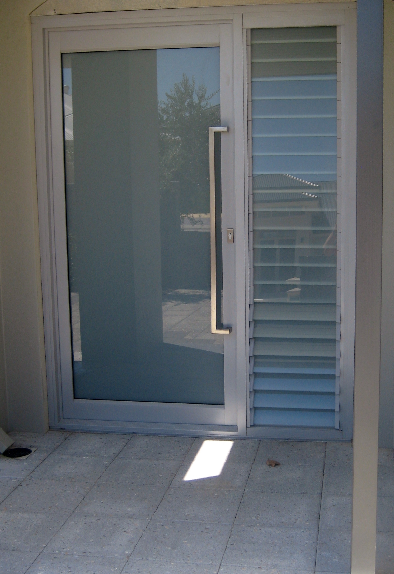 Entry doors aluminum entry doors residential for Residential front doors with glass
